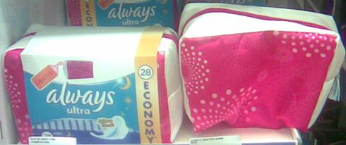 Borseta model alb-roz cadou la absorbantele Always Ultra - Promotie August 2012