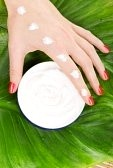 Cat de des folosesti crema de maini?
