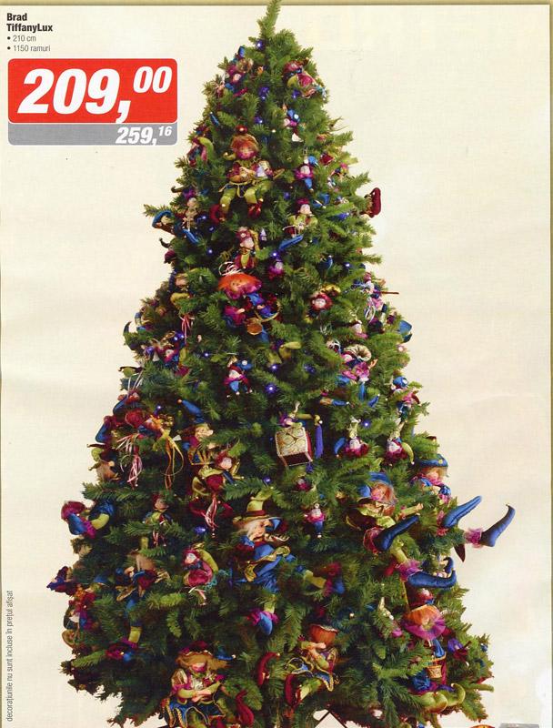Brad de Craciun impodobit cu decoratiuni papusi ~~ idee propusa de magazinul Metro ~~ Decembrie 2010