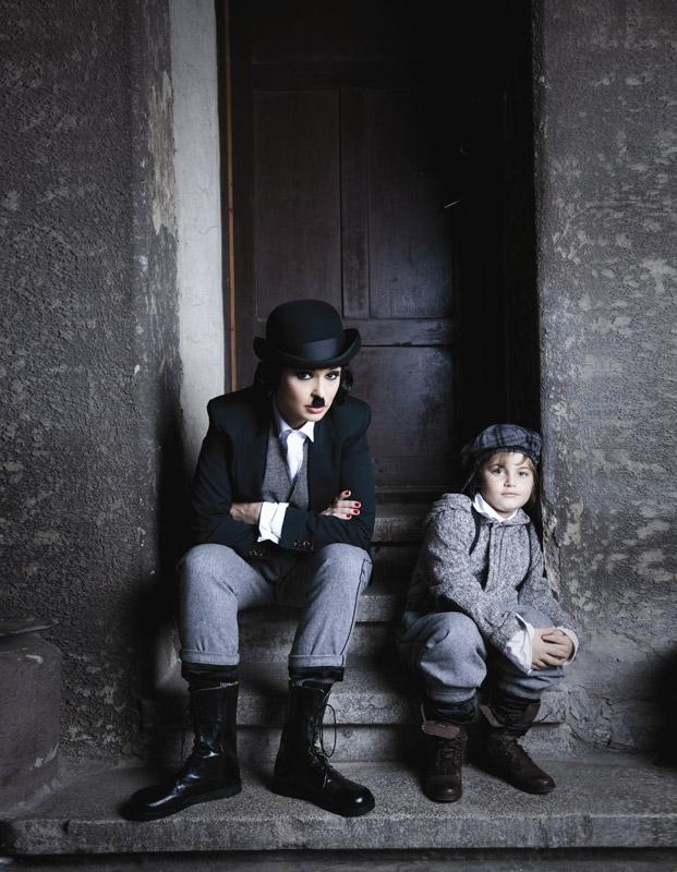 Andreea Marin Banica intruchipandu-l pe Charlie Chaplin pentru Tabu, editia de Noiembrie 2010