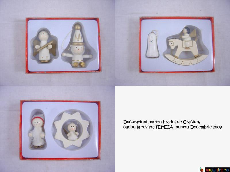 FEMEIA. ~~ Decoratiunile pentru bradul de Craciun ~~ Decembrie 2009