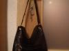 Geanta neagra din catifea ecologica, cadou la InStyle ~~ Decembrie 2009