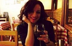 Femeia si paharul de vin