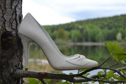 Pantofi albi din piele pentru mireasa, colectia Etienne 2015