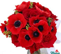 Buchet cu 4 trandafiri rosii si 11 anemone rosii