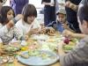 Copii facand bradutii pentru Tabu ~~ editia Decembrie 2010-Ianuarie 2011